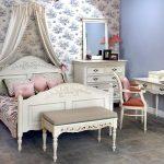Кровать в стиле прованс в интерьере спальни
