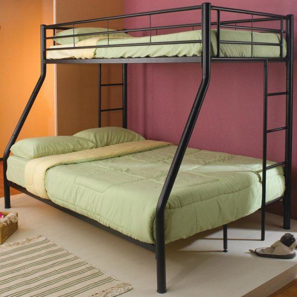 Металлическая двухъярусная кровать черного цвета