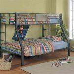 Металлическая двухъярусная кровать в детскую