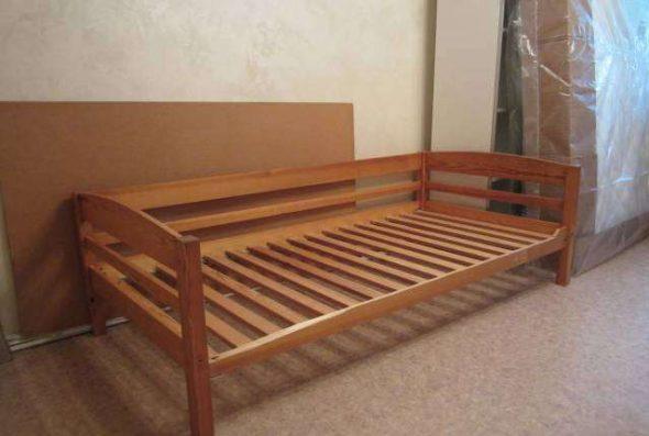 Односпальная кровать из массива сосны