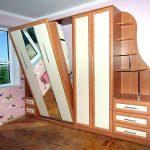 Откидная-подъемная кровать в шкафу