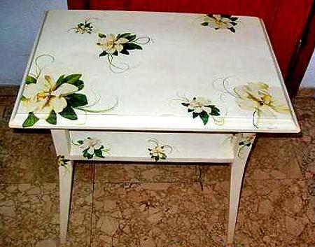 Покрасить деревянный стол