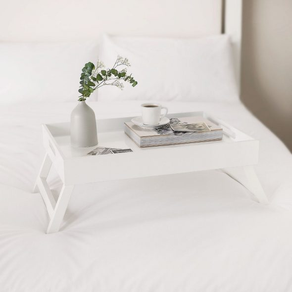 белый столик для завтрака