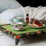 столик для завтрака яркий