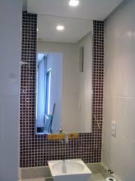 Установка зеркала в ванную комнату