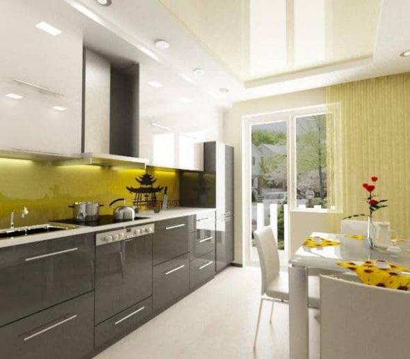 Высокие навесные шкафчики позволят эффективно использовать пространство кухни