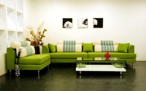 Зеленый диван в кухонном уголке
