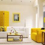 бело-желтая гостиная
