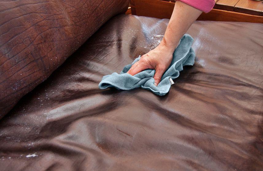 Почистить диван в домашних условиях от разводов на 138
