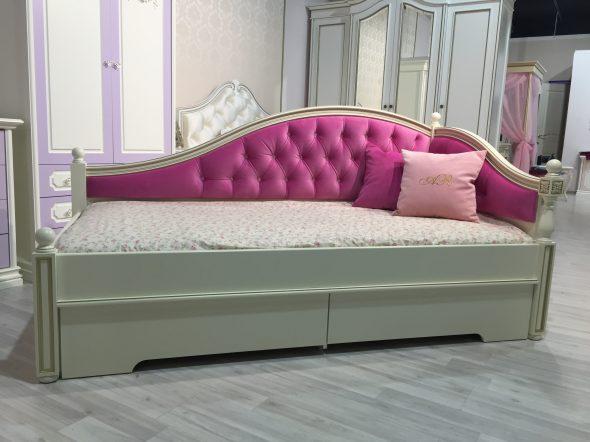 диван кровать для подростка в классическом стиле