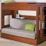 двухъярусная деревянная кровать с диваном