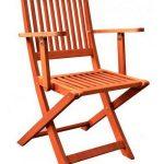 использования складных стульев из дерева