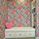 яркий цветочный интерьер детской комнаты