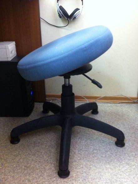 стул без спинки