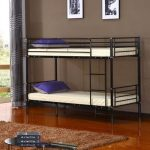 металлическая двухъярусная кровать для двух детей