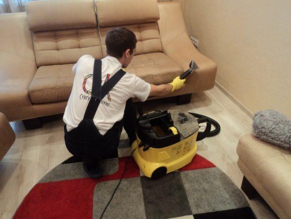 почистить диван от пятен в домашних условиях