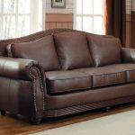 почистить кожаный диван в домашних условиях