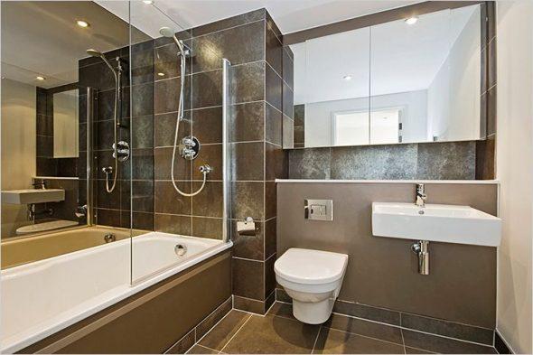 повесить зеркало в ванной