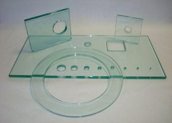 просверленное стекло