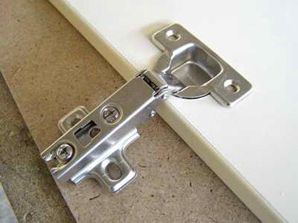 Как сделать петли на дверку 938