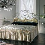 шикарная кованая кровать в интерьере