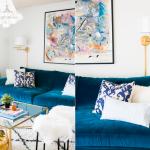 синий диван и светлые подушки