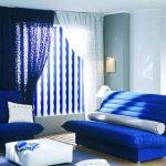 синий диван в дизайне комнаты