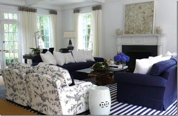 сочетание синего и белого цвета в гостиной