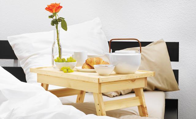 Стол в кровать для завтрака