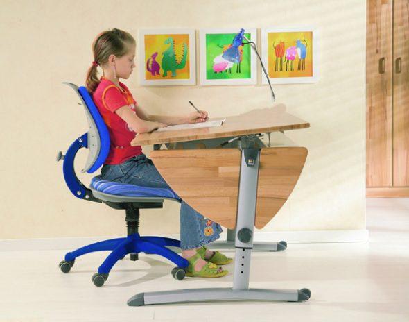 стул и парта для школьников