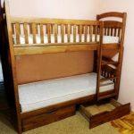 установка двухъярусных кроватей в комнатах для детей