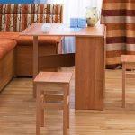 Деревянный стол на кухню