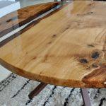 Другой светящийся стол из дерева можно сделать круглым