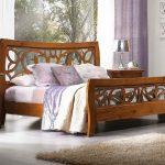 Двуспальные кровати и массива дерева