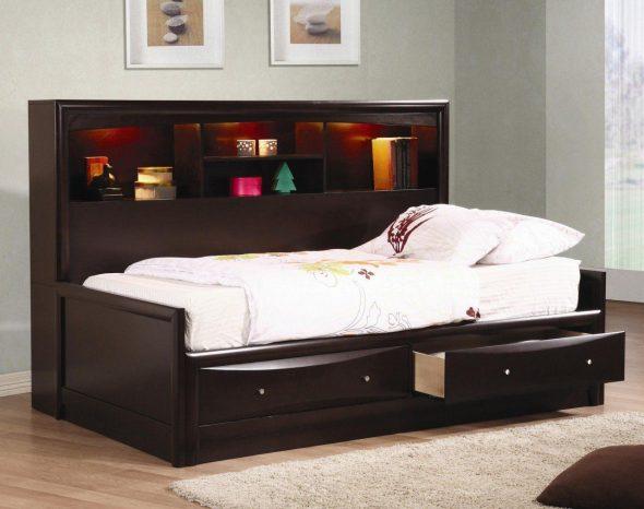 Кровать для подростка с ящиками для хранения в спальне