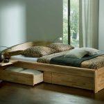 Кровать из массива с выдвижными ящиками