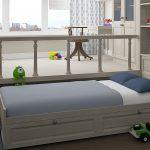 Кровать-подиум с ящиками в детской комнате