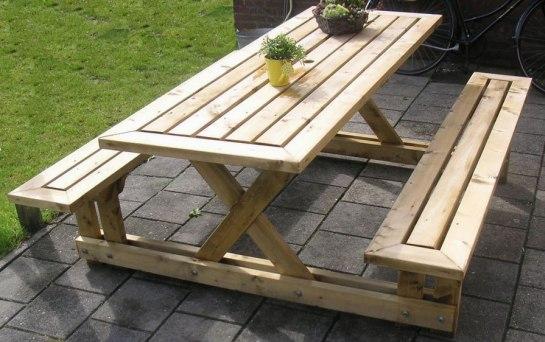 Садовый стол из дерева со скамейками