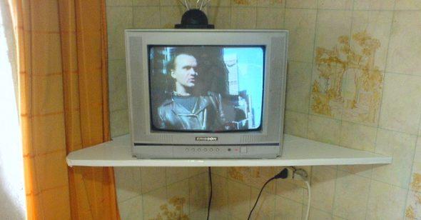 Самодельная полка под телевизор