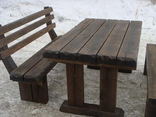 Стол с простыми прямыми ножками