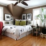 Угловая кровать в спальне в азиатском стиле
