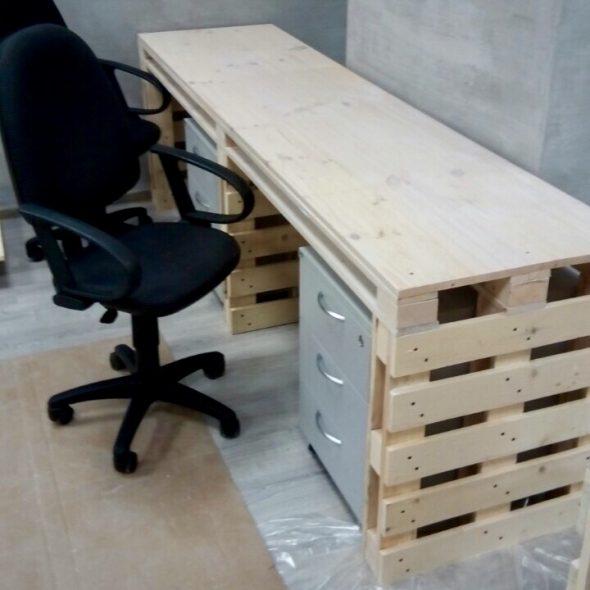 Угловая кухня из мебельных щитов Компьютерный стол и з щита 1