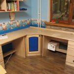 Угловой письменный стол для детей