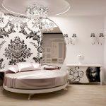 Установка круглой кровати в спальне современного дизайна