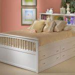 белая кровать для девочки с ящиками