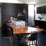 деревянный стол с необработанными краями