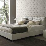 красивая белая кровать