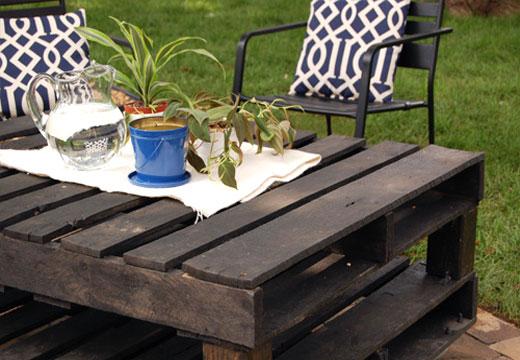 стол для дачи изготавливается из поддона целиком