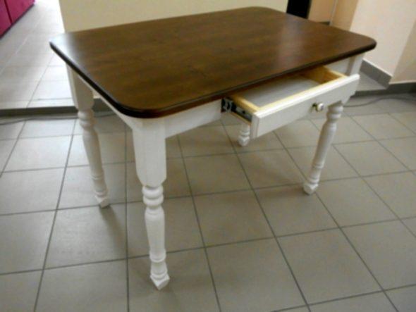 стол покрашеный