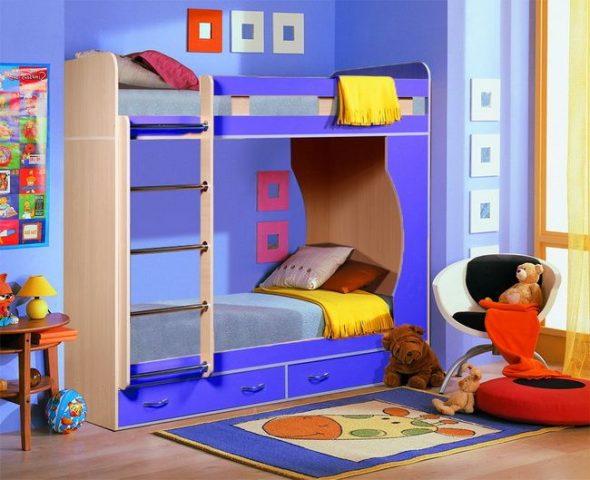 Двухъярусная кровать детская яркая